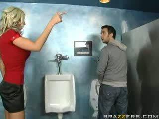 Berusad momen jag skulle vilja knulla sucks i toalett!