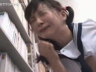 截尾 - 亞洲人 女學生 squirts 和 gets 一 面部 我