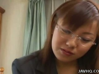 Rondborstig japans babe geneukt bij thuis uncensored
