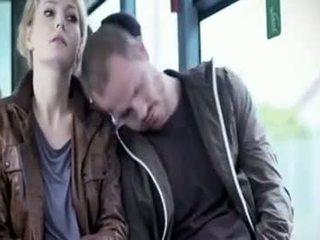 Martina hill - טמבל מגוששת ב אוטובוס