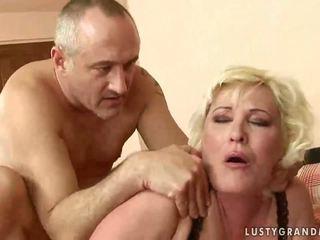 Gemuk nenek gets dia alat kemaluan wanita rammed