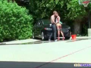 Bootylicious carwash ผู้หญิงสวย amirah adara gets ก้น rammed