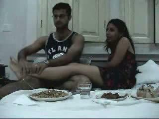 इंडियन newly मॅरीड कपल enjoying उनके honeymoon हिस्सा 2