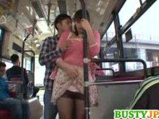 Hana haruna buah dada besar sucks shlong di bis