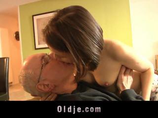 十代の若者たち, 接吻, 女の子