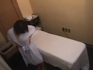 Asiática chica gets más de un normal masaje