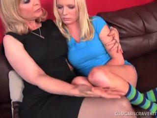 Mamuśka nina hartley gives młody koedukacyjne jej pierwszy lesbijskie orgazm