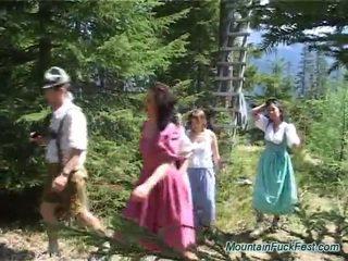 Foresters и лесно dolls having imbecilic отбор порно вътре отворен въздух