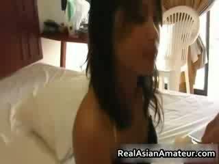 Lil asiatisk fitte knullet og sæd facialed