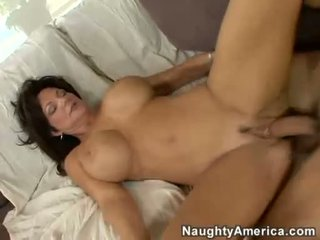 Mesum mom aku wis dhemen jancok deauxma receives a fresh load of cum in that boyr mouth