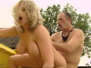 מין אוראלי, חדירה כפולה, יחסי מין בנרתיק