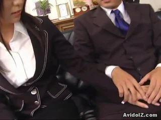 Sexy sekretær satomi maeno touches an stygg pikk!