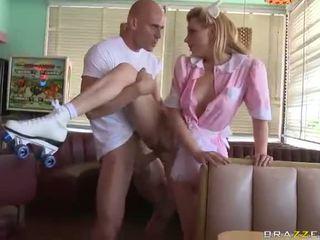 Lexi belle pincérnő wearing rózsaszín egyenruha szar jó videó