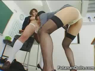 Futanari গাল gets sucked!
