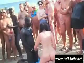 เซ็กส์ระหว่างคนต่างสีผิว ปาร์ตี้ บน the นู้ด ชายหาด วีดีโอ