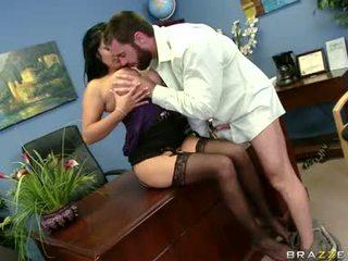Sexually excited sophia lomeli gets beliau mulut busy engulfing yang keras lelaki gula lolipop