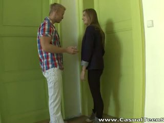 Casual teen sex: teen mieze olga enjoys groß ins gesicht