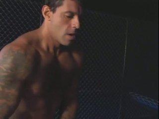 Un bela e o prisioneiro (2004)