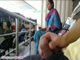 Tai indiškas mergaitė knows im smaukymasis