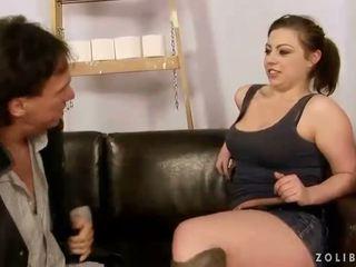 Старший guy трахання і мочитися на сексуальна дівчина