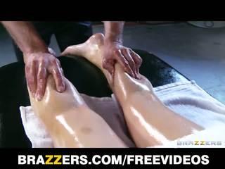Abbey brooks gets 塗油 向上 & rubbed 向下 由 她的 masseur