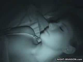 性感 娃娃 fingered 在 睡覺