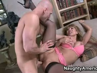 Sexy floozy ava devine likes getting cummed në të saj gojë pas një i mirë hawt qij