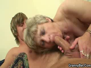 Hot shaft sucking granny wants penis
