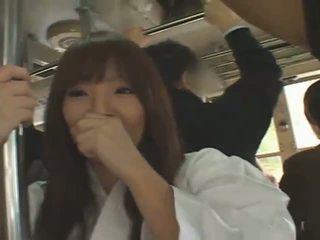 Prsnaté japonské dievča hitomi tanaka banged v verejnosť