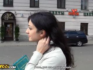 Bjonde në anale publike qij video