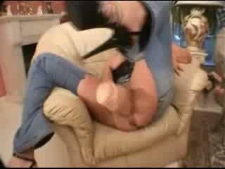 Reusachtig dildo ripped jeans en ontzagwekkend creampie video-