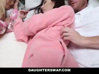 Daughterswap - daughters follada durante slumberparty