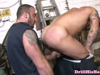 Muscular gay mechanics scopata a lavoro