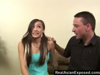 Realasianexposed - asiatico babysitter gives torrid sesso a mantenere suo lavoro video