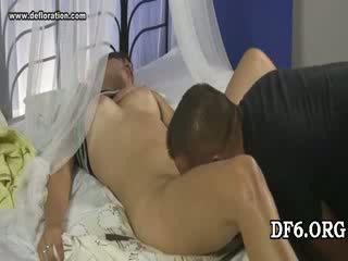 Virgin tries haar 1st dong