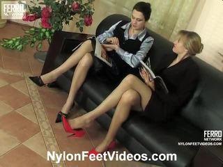 Dolly och joanna otäck nylon fötter video- handling