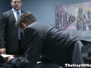 Gaysex jefa spanks y fucks tw-nk assistant