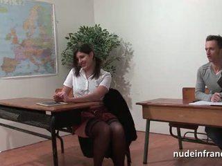 Seksualu prancūziškas arab studentas šikna pakliuvom į threeway iki jos classmates