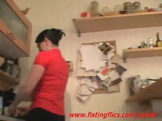 Amatör hustru anala fisted i den köks