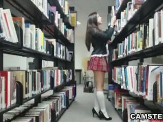 תלמידת בית ספר ב מדים wants ל bust שלך nut ב the ספרייה