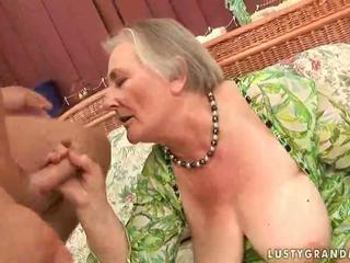 非常に 古い ボインの おばあちゃん enjoying ホット セックス