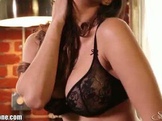 Sunny leone's negra lingerie