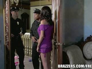 Міс mckenzie wants для ебать a поліцейський. вона gets її бажання