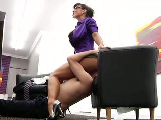 May mắn công nhân licking của anh ấy nóng trưởng thành ông chủ