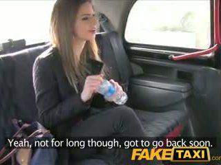 Faketaxi ragyogó barna takes azt -től mögött -ban taxi sextape