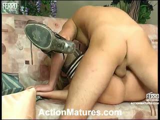 Agatha rolf leggy mamma in azione
