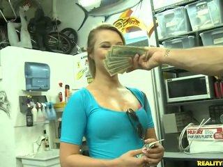 Jmac convinces lindsay në shkoj të gjithë the mënyrë për një para