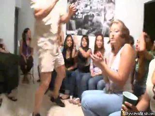 Videor av flickor giving muntlig kön
