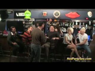 Gangbang à la cocktail bar
