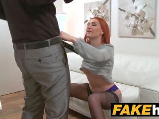 Fake agent възбуден червенокоси prefers трудно хуй над мокри путка